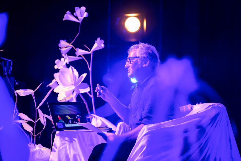 Grafixx paper flower scenography by Wilder Antwerp, with a.o. designer Paul Cox
