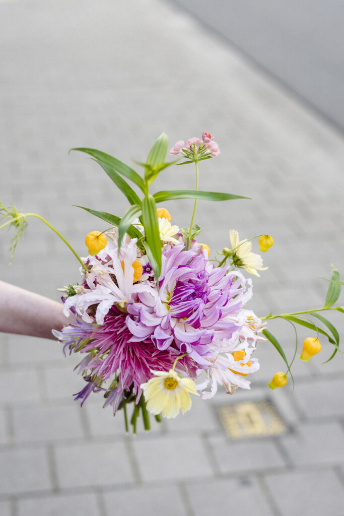summer wedding bouquet for Mathilde by Wilder Antwerp