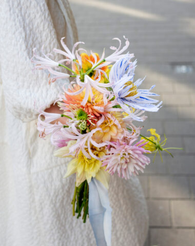 summmer wedding bouquet with seasonal flowers and a paper flower by Wilder Antwerp