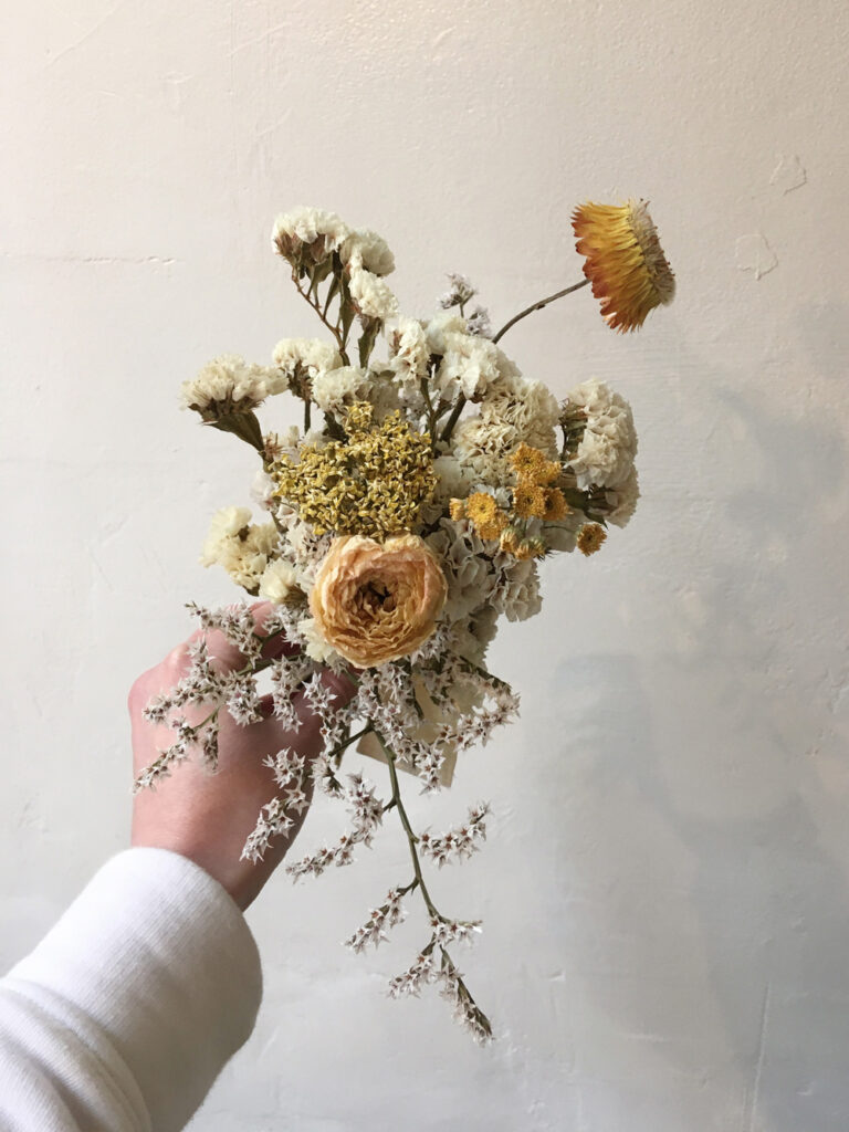 bridesmaid's bouquet in warm tones with organic dried flowers made by Wilder Antwerp