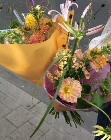 Fresh summer bouquet with seasonal flowers, Friday delivery by Wilder Antwerp
