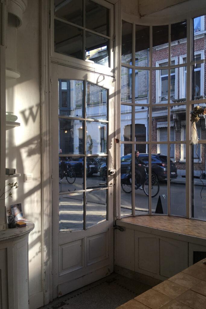 Shadow play at Wilder Antwerp flower shop