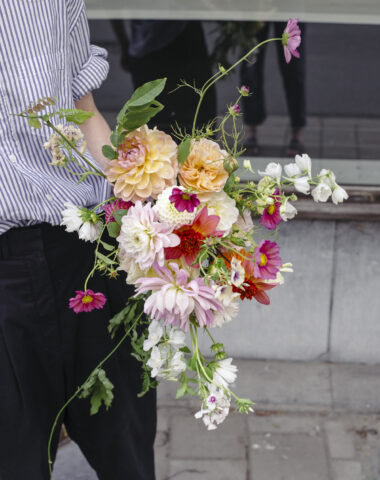 Bespoke wedding bouquet with organic summer flowers made by Wilder Antwerp