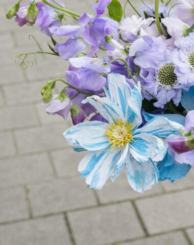 Wilder Objects blauw gestreepte papieren bloem, made to order